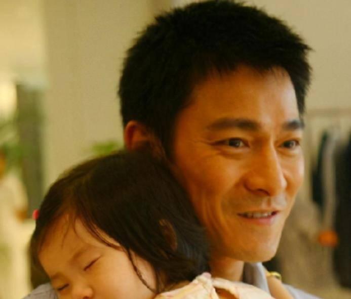 """刘德华的女儿""""胎里素"""",出生9年从未沾过荤腥,普通父母别效仿"""