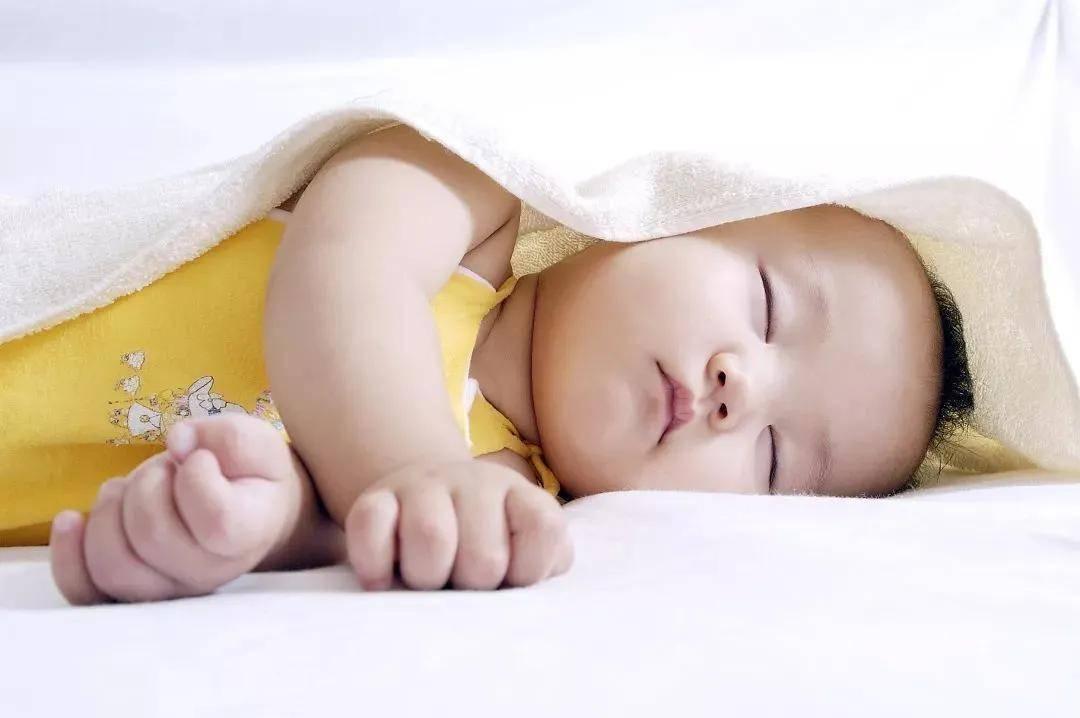 新生兒睡覺不踏實,光靠搖、哄、奶睡可不行!!