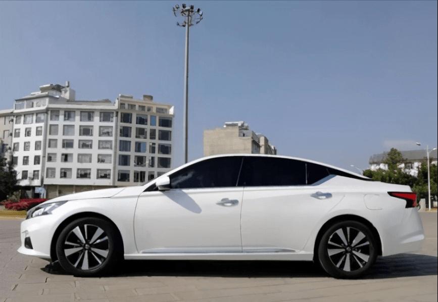 預算16萬想要中型車,Teana和Regal應該怎麼選?