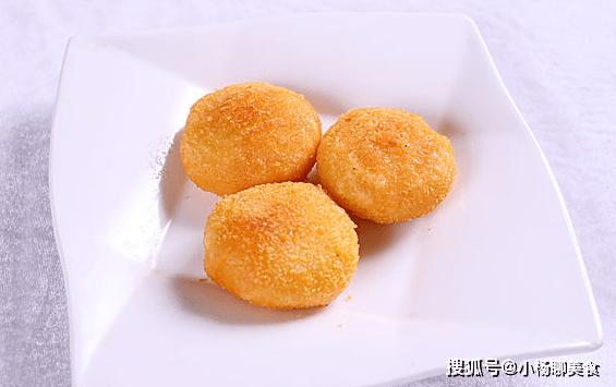 原創             做南瓜餅時,只加糯米粉是不夠的,多加兩種,南瓜餅更香甜軟糯