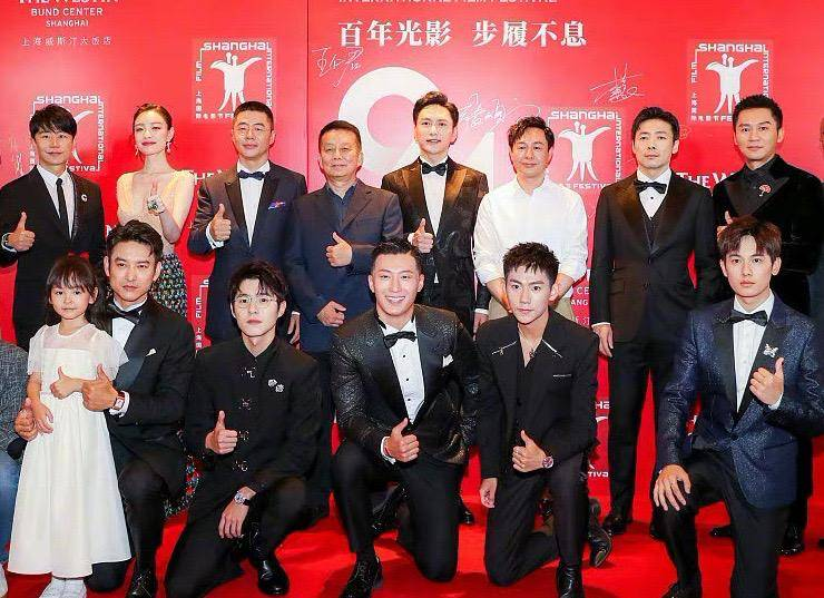 上海电影节红毯:朱一龙憔悴、张天爱忙着凹造型、张译卖力宣传