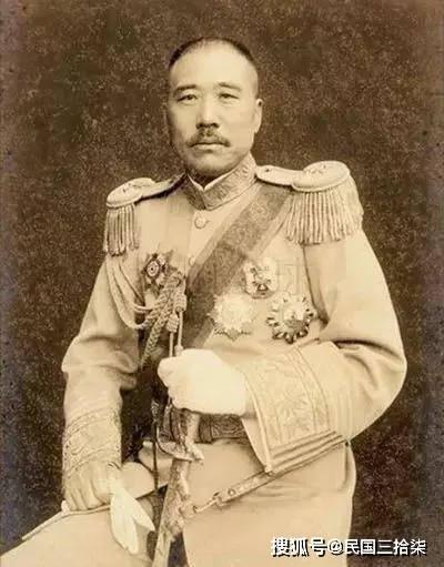 他是张作霖帐下五虎大将,却被郭松龄闷死在棺中,见者纷纷落泪