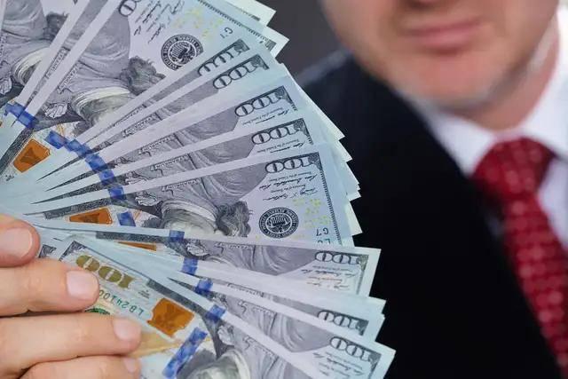 全球财富报告:中国超富人群资产8年内将超美国,达到10.4万亿美元