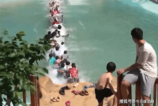 突发!湖南一网红吊桥断裂,20余人落水