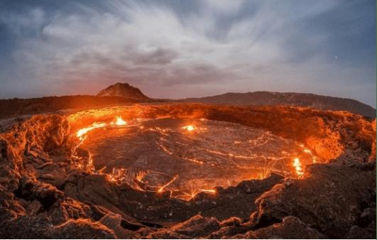 """地球开启""""地狱火""""模式?贺兰山自燃300年,每年损失超10亿"""