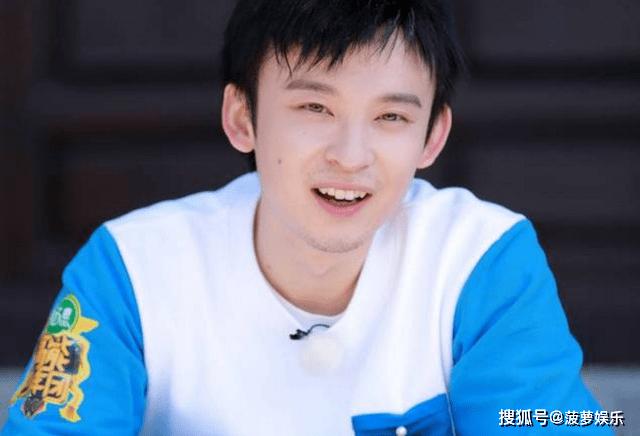 """他28岁身价上亿,还有""""北京小爷""""的名号,妻子也是美女演员"""
