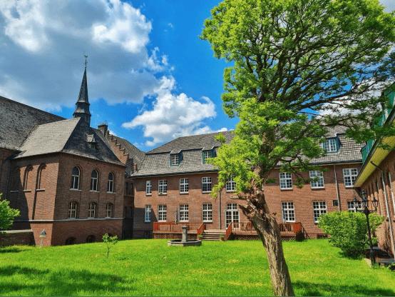 穿行百年古堡,對話荷蘭國際管家學院(TIBA)荷蘭總院