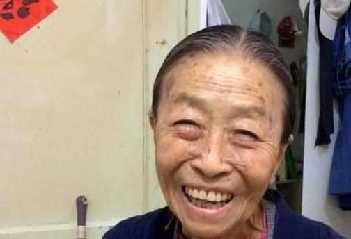 【老艺术家装修是怎么样的】容嬷嬷李启明现实生活是什么样子?