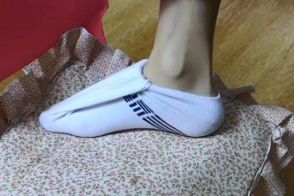 """穿鞋时袜子露在外边不好看?只需一个""""小动作"""" 巧妙的把袜子隐藏好 爸爸 第3张"""