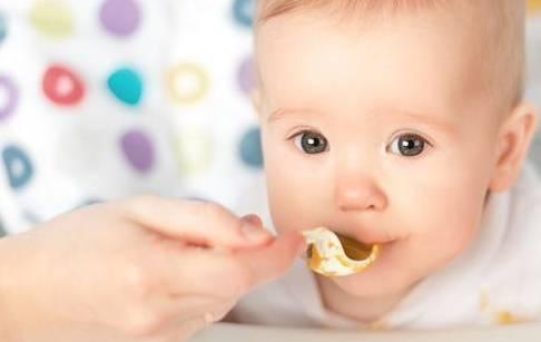 宝宝有这4种表现 就是添加辅食的最好时机 妈妈不要错过了-家庭网