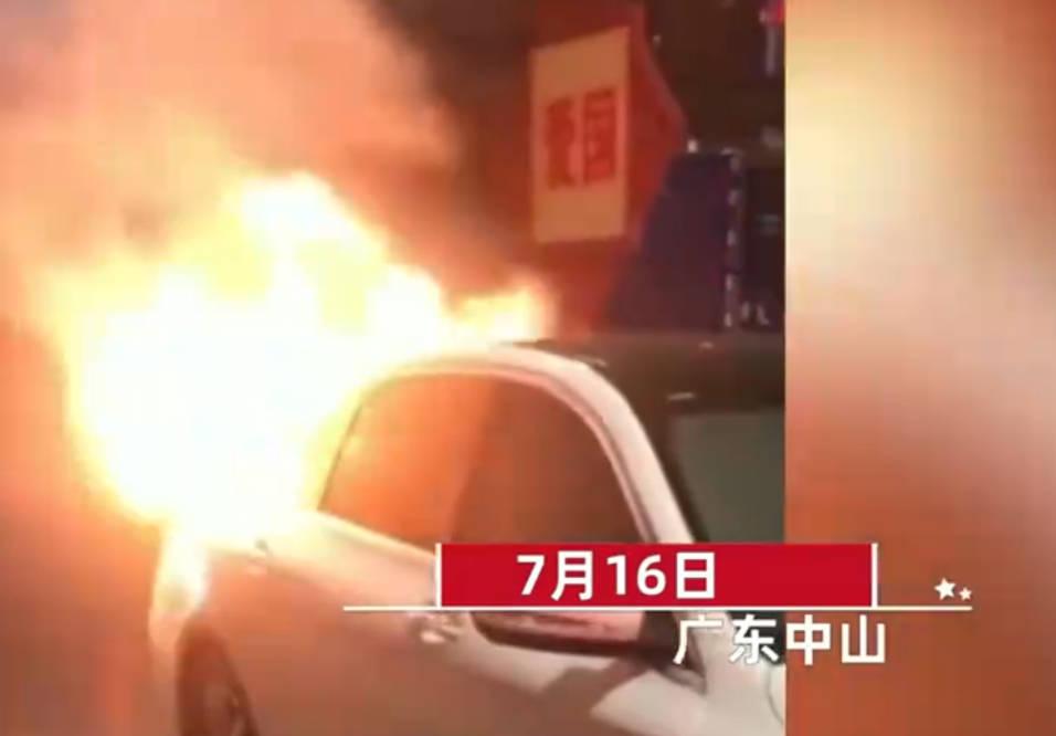 代驾电动车在后备箱自燃,奔驰遭殃被烧,女车主崩溃:责任算谁?
