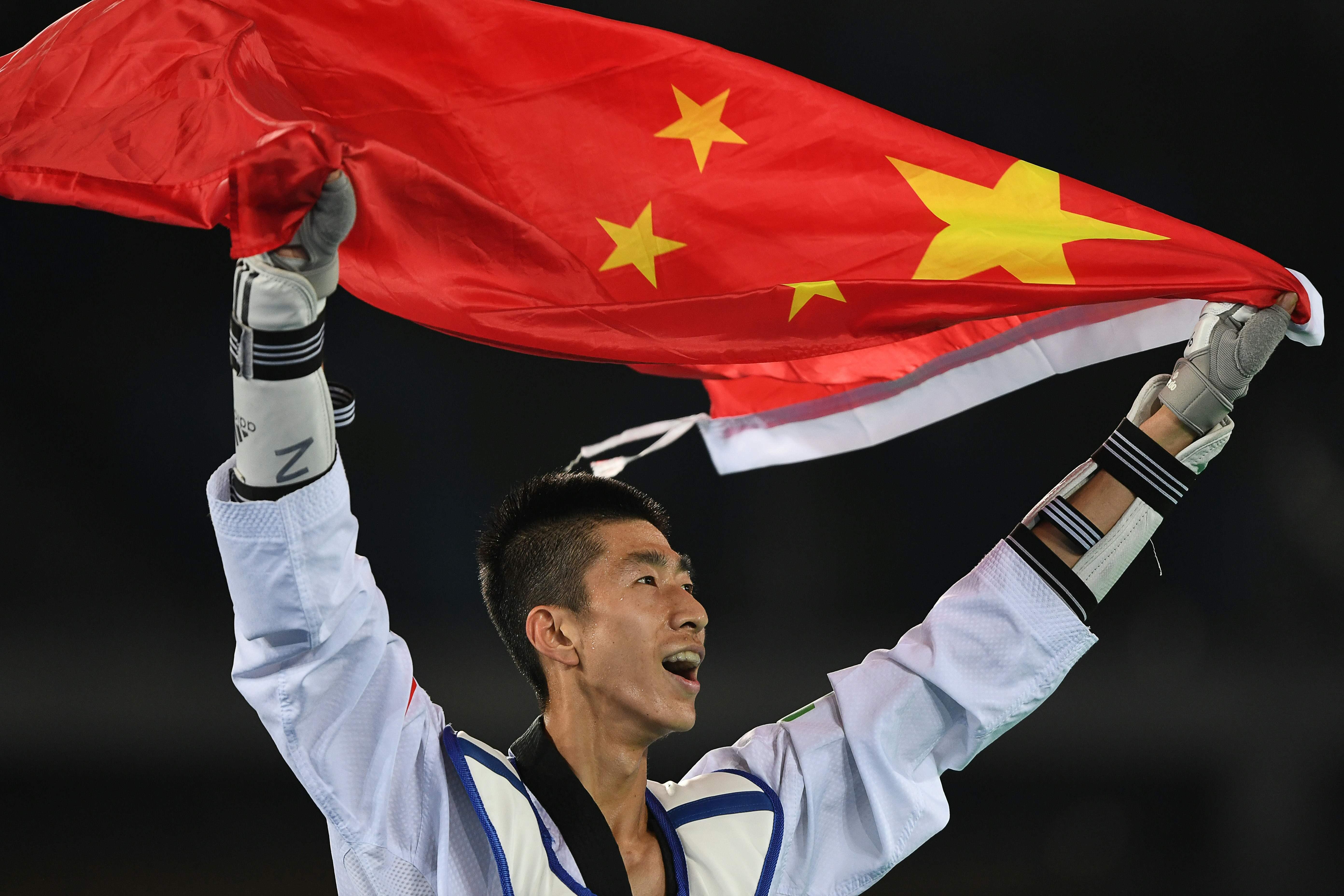 境外参赛规模最大!旗手朱婷赵帅领衔 中国代表团出场