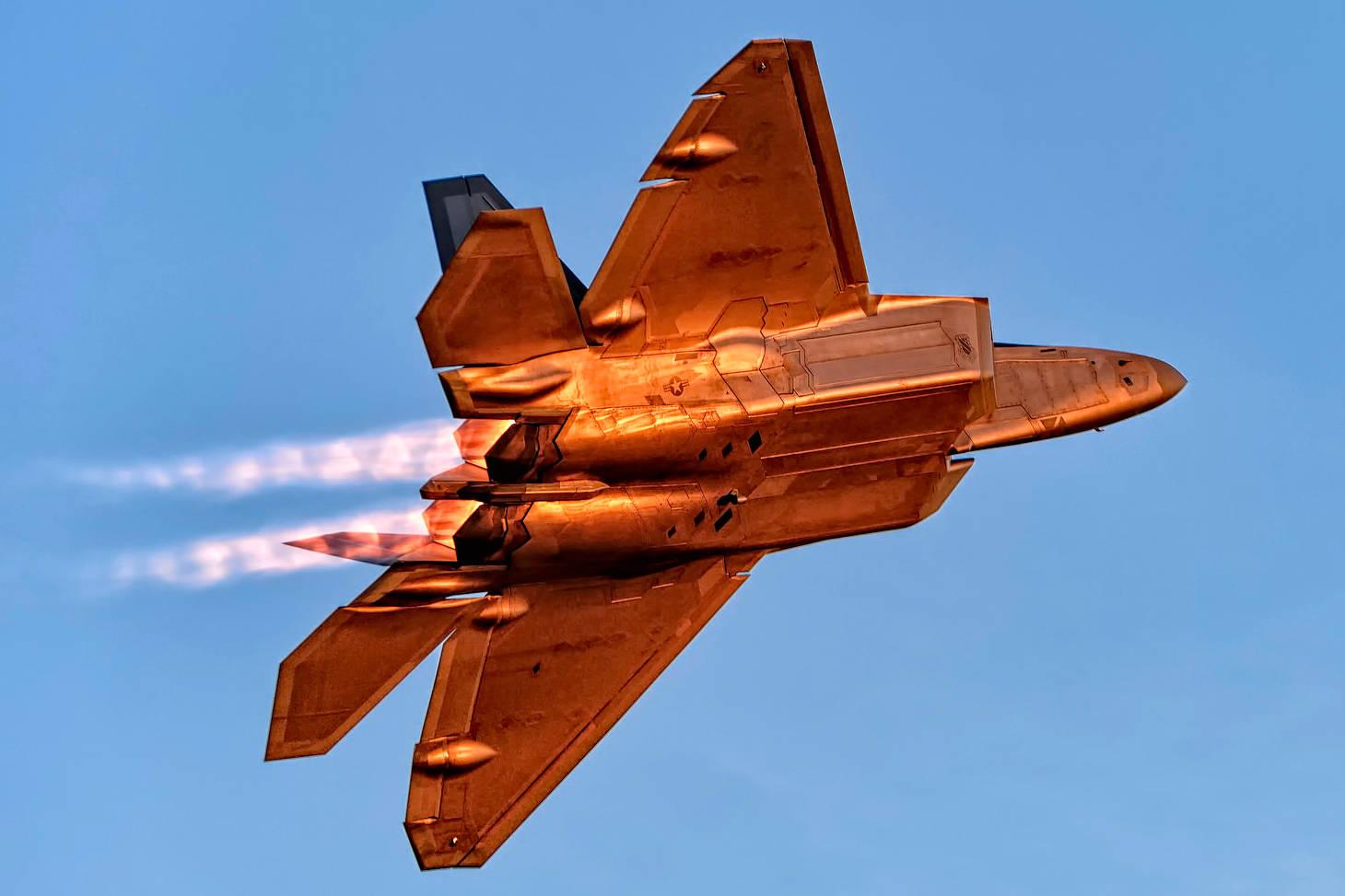 盘点F-22隐形战机的机载武器,没有大家想的那么多,比F-35差远了