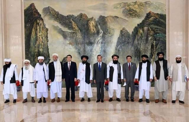 历史性的会谈,王毅会见塔利班负责人,提了三点,塔利班迅速回应_阿塔