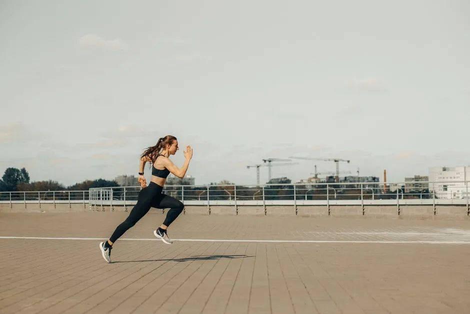 跑全马至少要有800公里跑量?