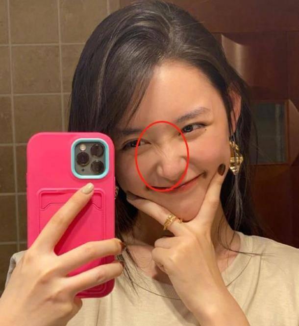 图片[4]-蒋依依晒浴室摆拍,当她把脸皱到一起,才明白什么叫天然妈生脸-番号都