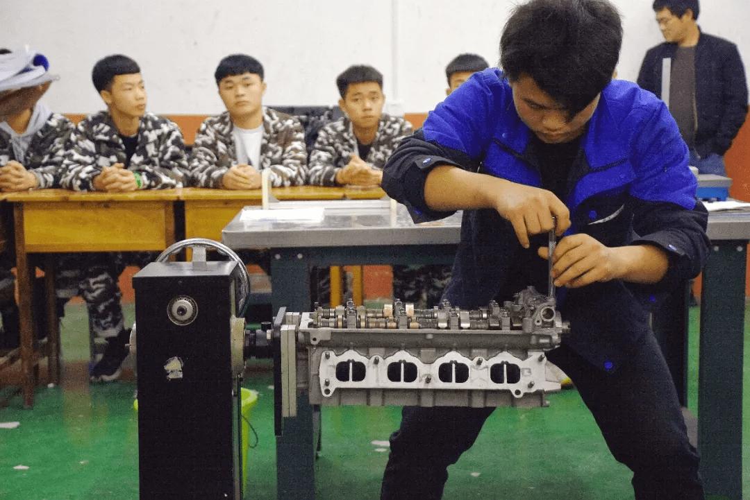 中国家长永远的痛:50%孩子分流上职校...?