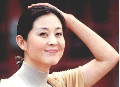 她曾经是赵本山的梦中情人 也是郭达最爱的人 现在她是这样的!