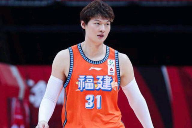 重磅!CBA1换3交易正式达成,王哲林加盟上海,辽宁男篮再难夺冠!