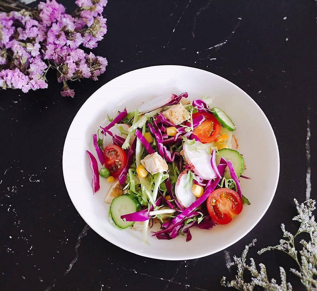 轻食鸡肉蔬菜沙拉