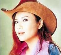 曾经带那英、田震的歌手被外国人骗了几百万 现在嫁给了13岁的老公