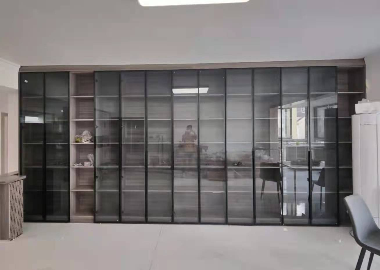 案例:衣柜鞋柜装饰柜,都是全铝的哦