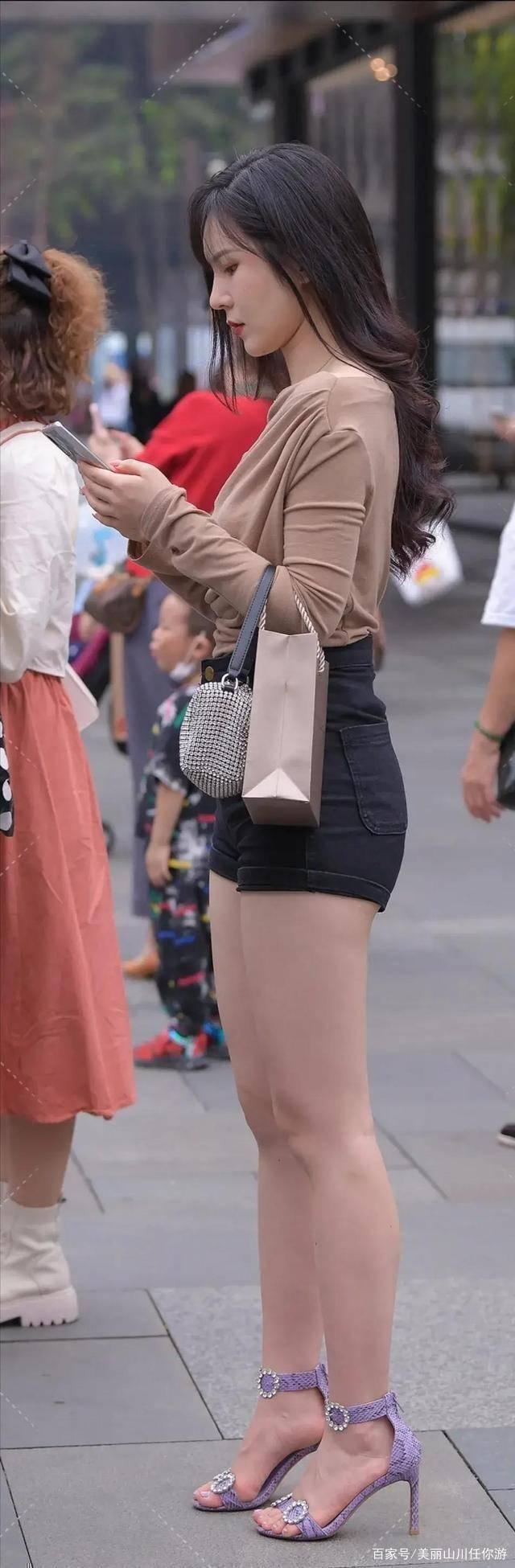 风格独特的打底裤展现别样的青春活力,简约也是一种美,精致十足