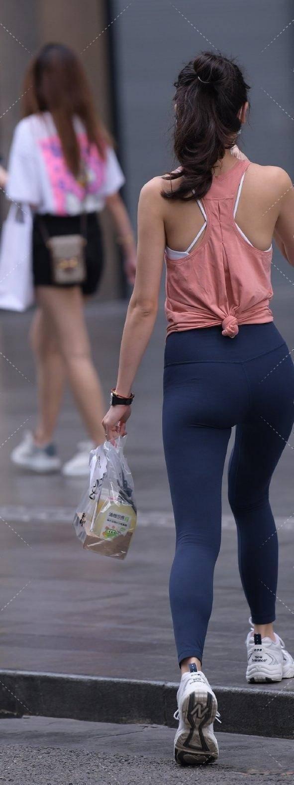 高贵优雅的瑜伽裤穿搭塑造女性优雅高贵,显身材又耐看,青春减龄