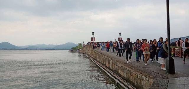 杭州又一景点走红,与西湖只差一个字,康熙还曾为它写诗