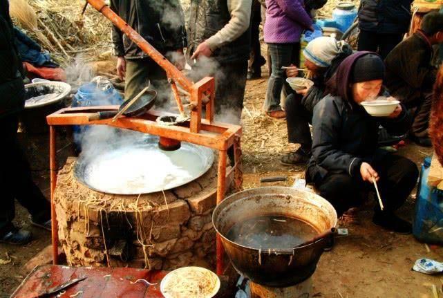 这是15年前农村庙会上的小吃,现在依然受欢迎,想