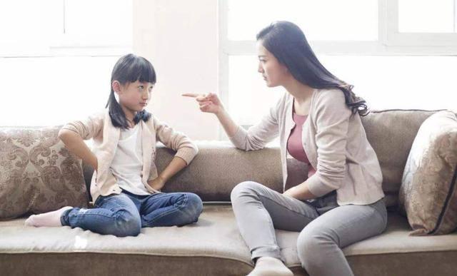 心理学家李玫瑾:娃开始顶嘴时,父母多说这3句话,比打骂更有用