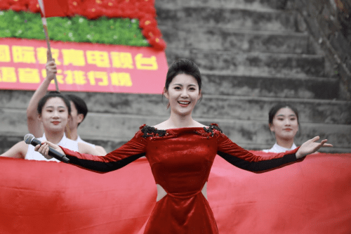 """青年歌手李晓婵""""最美中国""""放歌长城音乐会圆满落幕"""