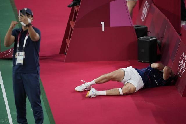羽毛球上演奇迹!危地马拉老将四战奥运终进4强 伏地痛哭久难起身!