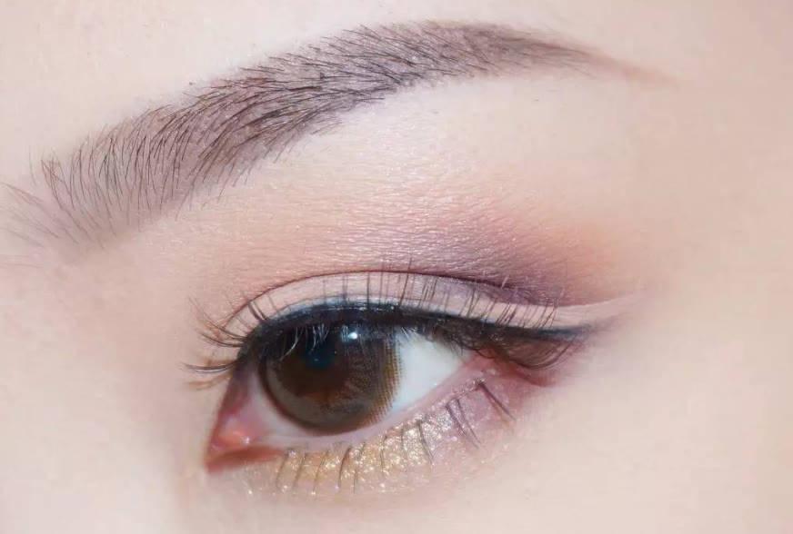 单眼皮怎样画眼线不晕染?眼线怎么样画好看?