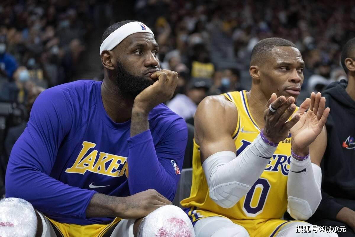 """尽管勒布朗-詹姆斯""""火力全开""""高效拿下30分6个篮板6次助攻"""