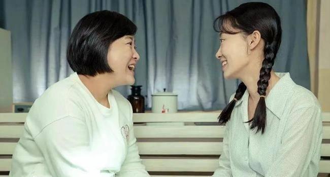 袁姗姗说有男同学追了自己4年,张小斐补了一句话,尽显情商