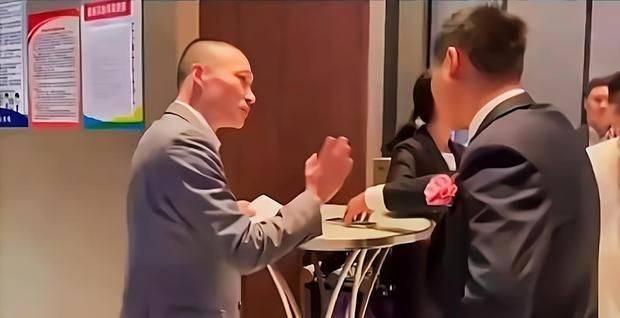 镇江一酒店婚宴前要求新郎付全款,不付款拒不上菜,家属直接投诉