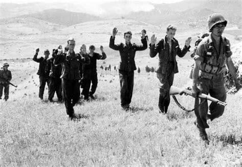 在战争当中,一旦救援无望、弹尽粮绝的情况下,应不应该投降呢?