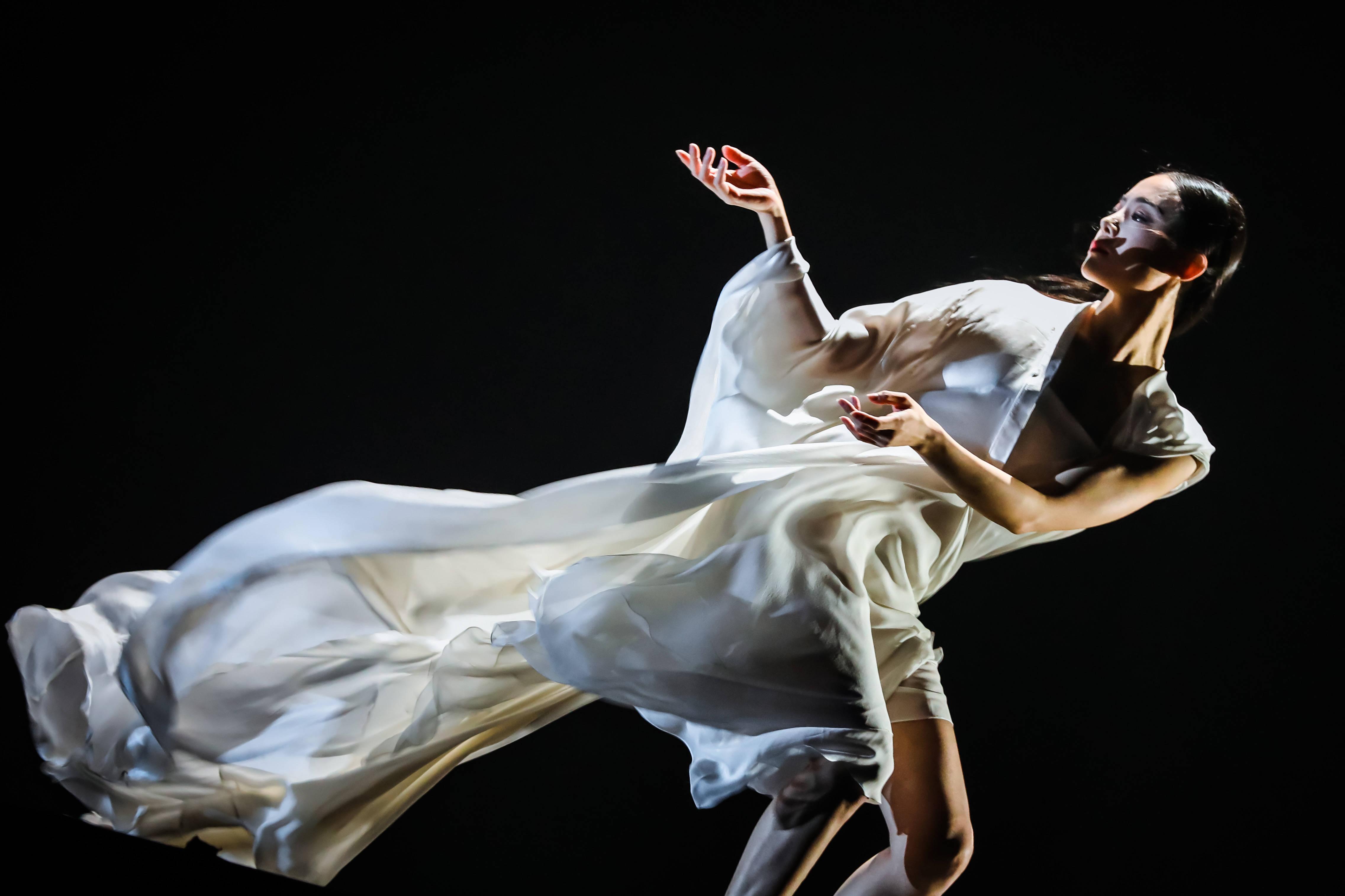 山高路滑,生命如斯,华宵一舞蹈剧场《一刻》长沙站落幕