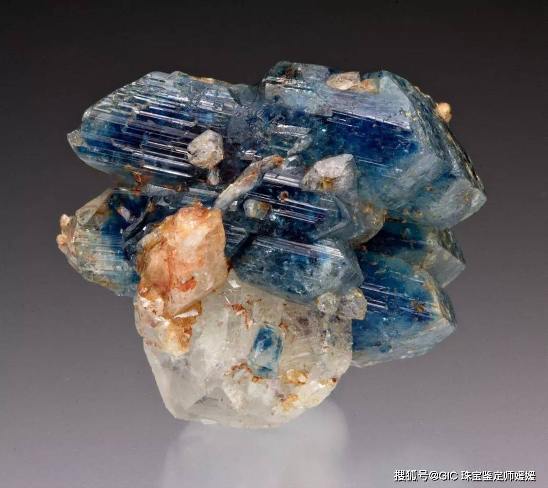 这些天然玉石越看越震撼,大自然给予的厚爱,让玉石之美不动声色