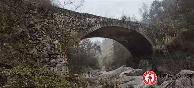 """消""""危""""为""""安"""" 湖北省英山县按下公路危桥改造""""快进键"""""""