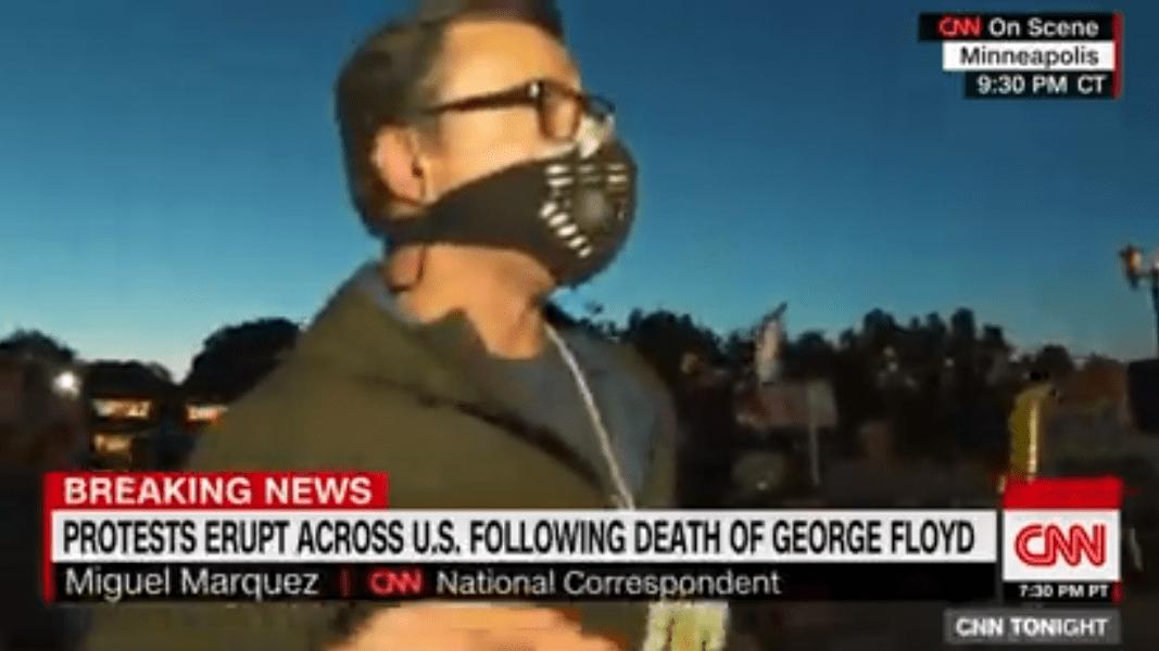 抗議繼續!明尼蘇達州示威者試圖穿越大橋,卻被警方催淚瓦斯擊中!