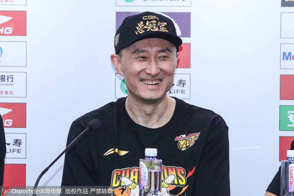 杜锋:夺冠后哭了有点不好意思 希望胡明轩更有霸气