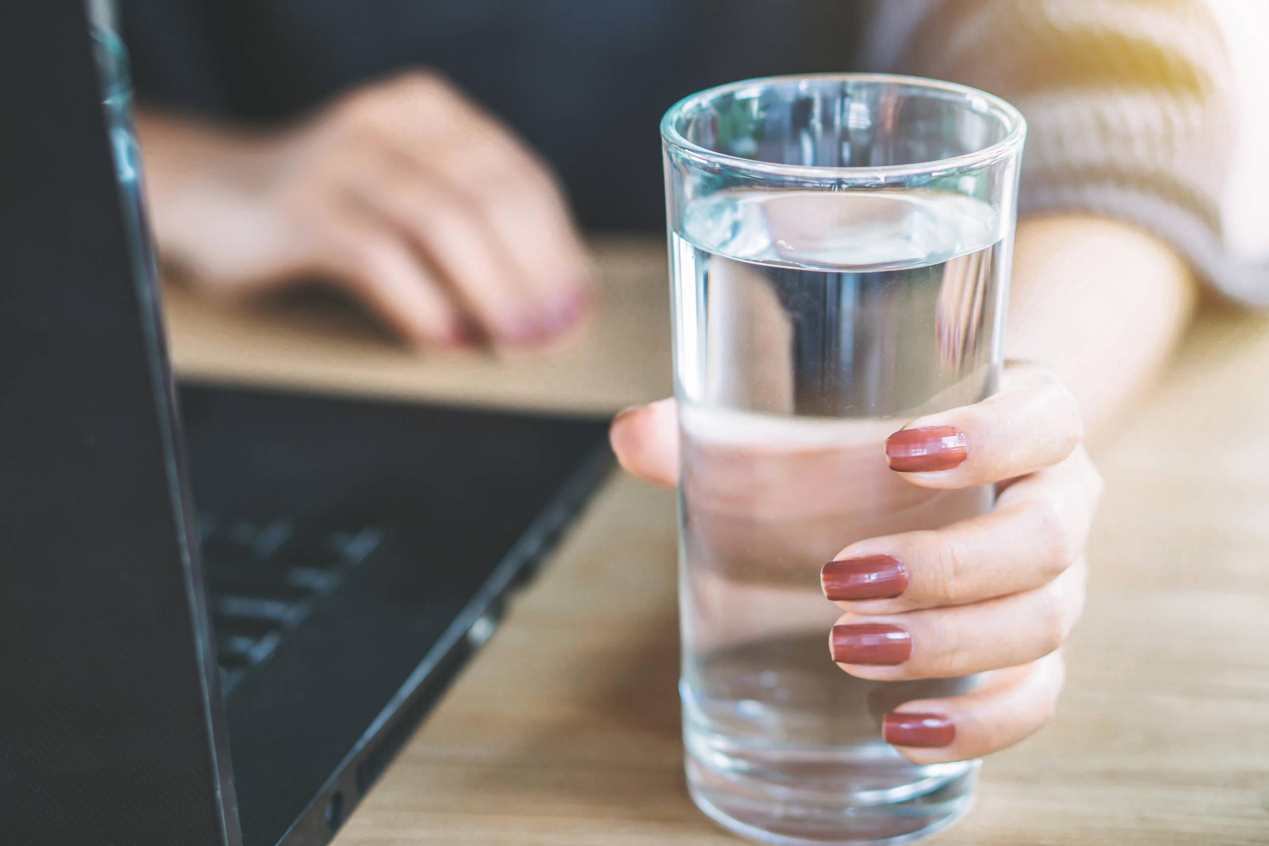 八个身体表现说明你没喝够水!最后一个可能很多人都有