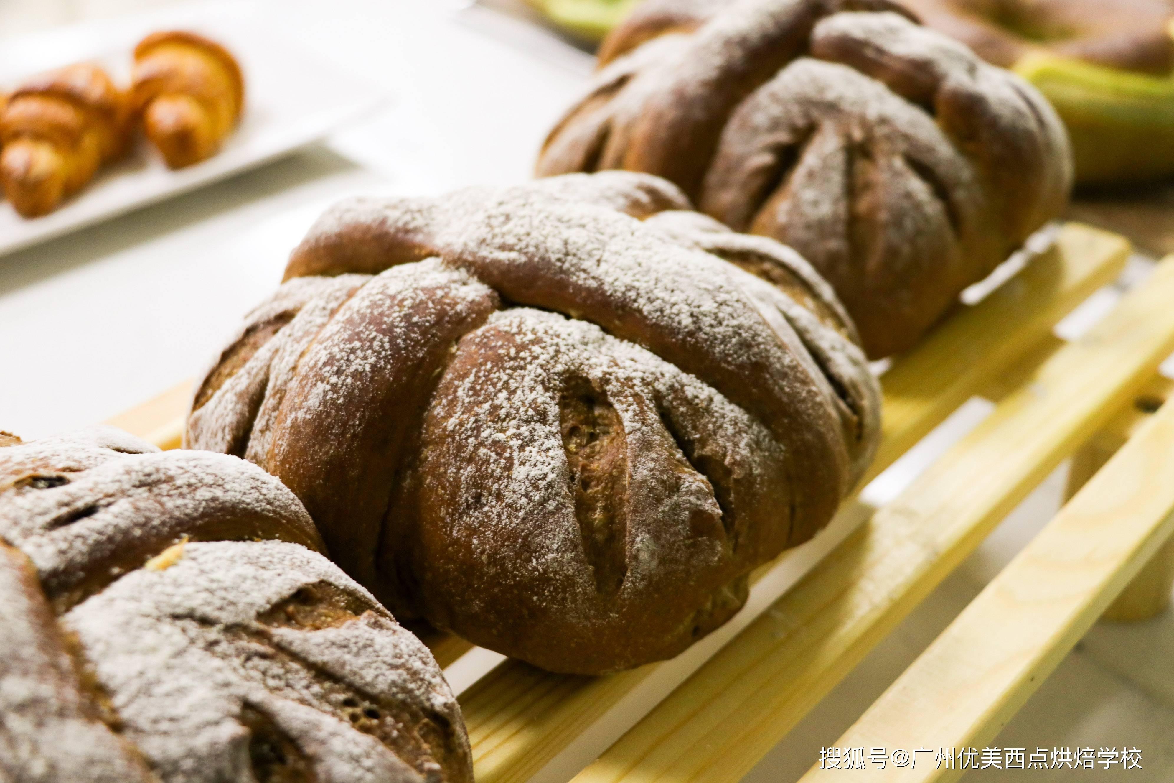一般西点培训班都学什欧冠杯app么?面包烘焙教程教什么