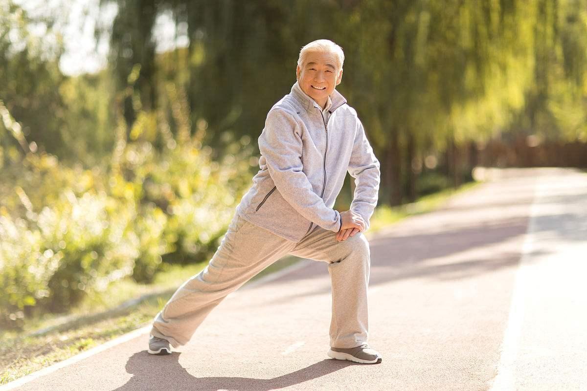 预防跌倒不止是防骨折!老年人须
