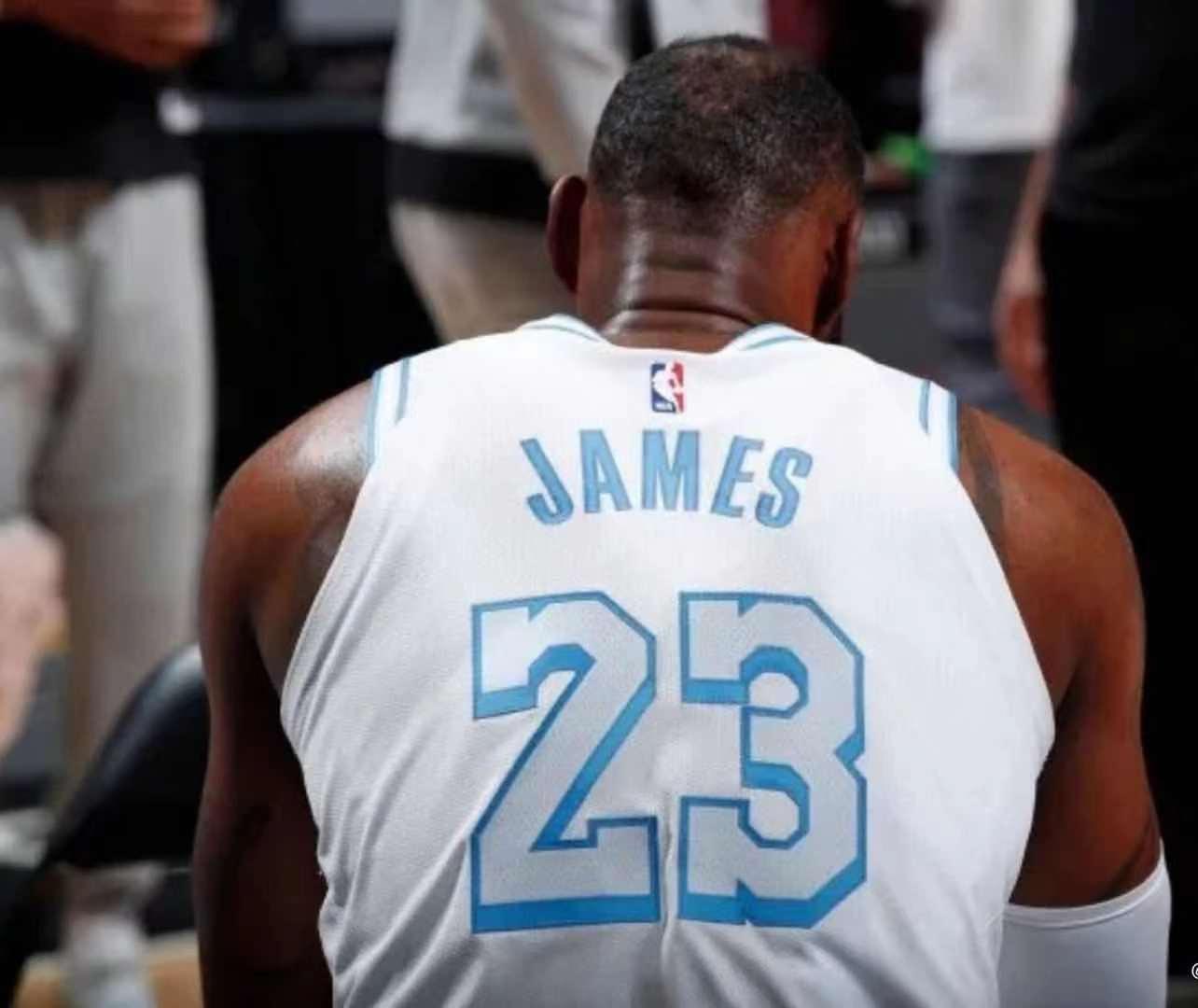 詹姆斯使节12测评 詹姆斯都有些什么球鞋系列                                   图2