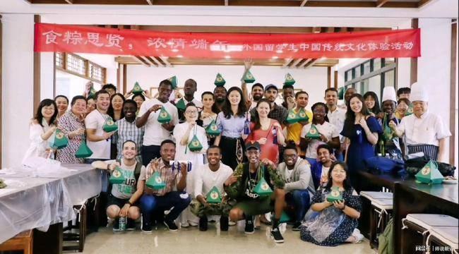 成都某重点大学举行的端午联谊,清一色中国女学生和外国男留学生