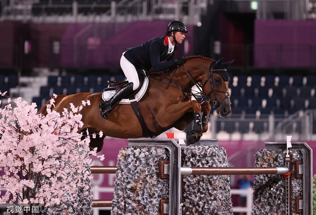 伦敦奥运冠军 英国骑手本·马赫称雄奥运场地障碍赛个人赛_新天地娱乐官网