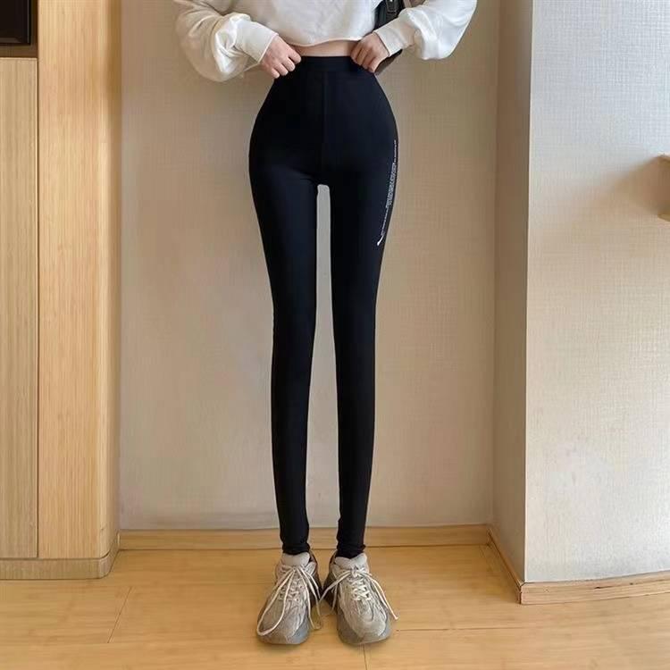 入卡打底裤让你告别单点,尽显极致女人魅力,潮感十足